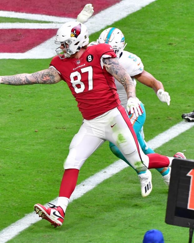 Arizona Cardinals tight end Maxx Williams (87) scores a touchdown against Miami Dolphins outside linebacker Kamu Grugier-Hill (51) during the first half at State Farm Stadium.