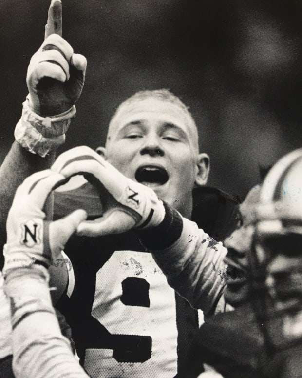Steve Emtman and his teammates Dana Hall and Tyrone Rodgers signify No. 1 and 11-0 after winning the 1991 Apple Cup.