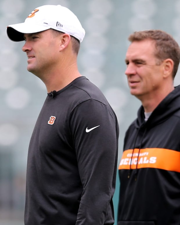 Cincinnati Bengals head coach Zac Taylor and defensive coordinator Lou Anarumo observe practice during Cincinnati Bengals minicamp practice, Thursday, June 13, 2019, at Paul Brown Stadium in Cincinnati. Cincinnati Bengals Minicamp June 13