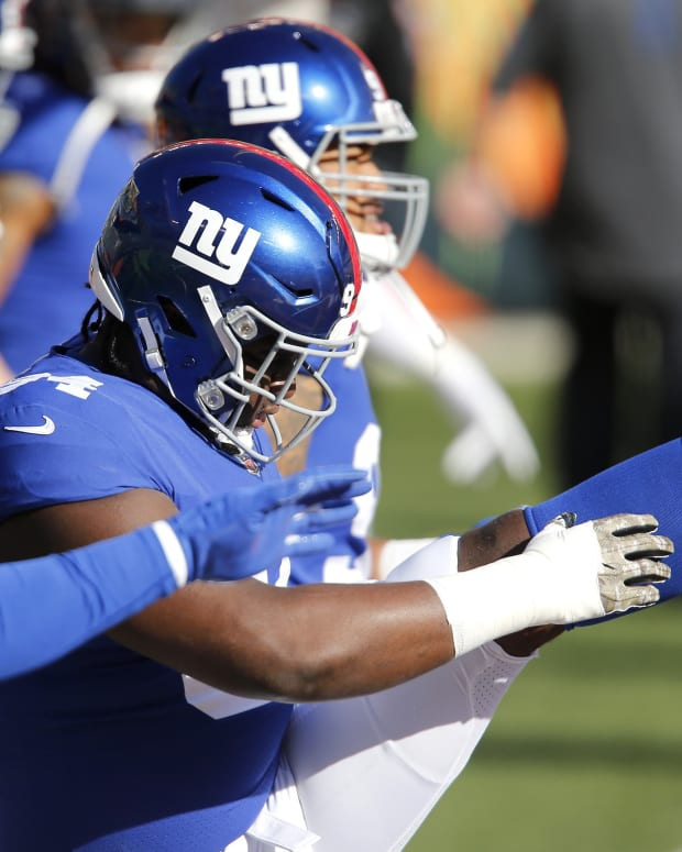 Nov 29, 2020; Cincinnati, Ohio, USA; New York Giants nose tackle Dalvin Tomlinson (94) warms up before the game against the Cincinnati Bengals at Paul Brown Stadium.