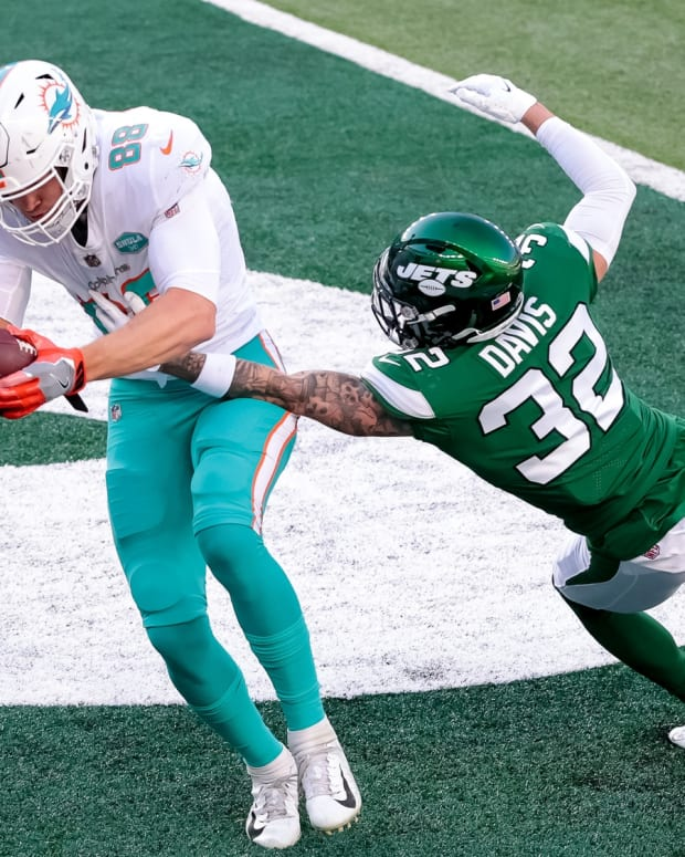 Dolphins TE Mike Gesicki catches TD over Jets safety Ashtyn Davis