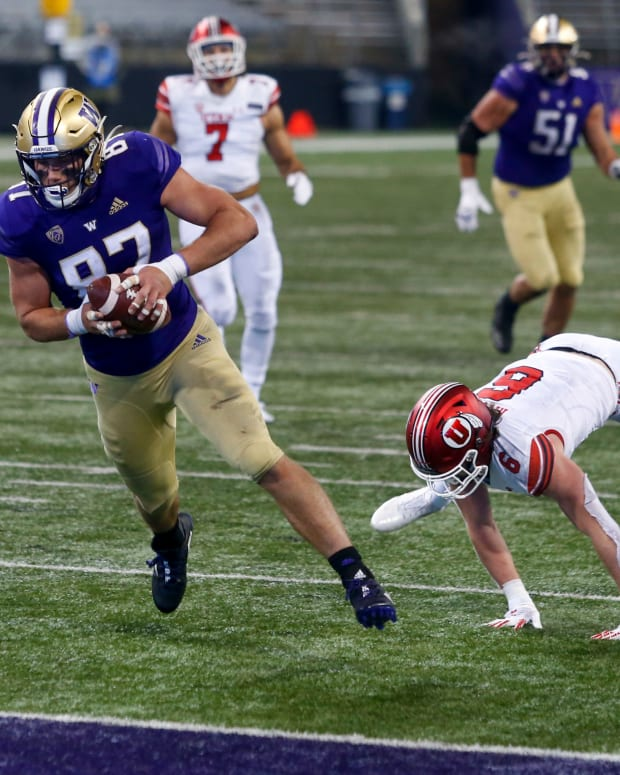 Washington Huskies tight end Cade Otton (87) reacts after catching a touchdown pass against the Utah Utes 2