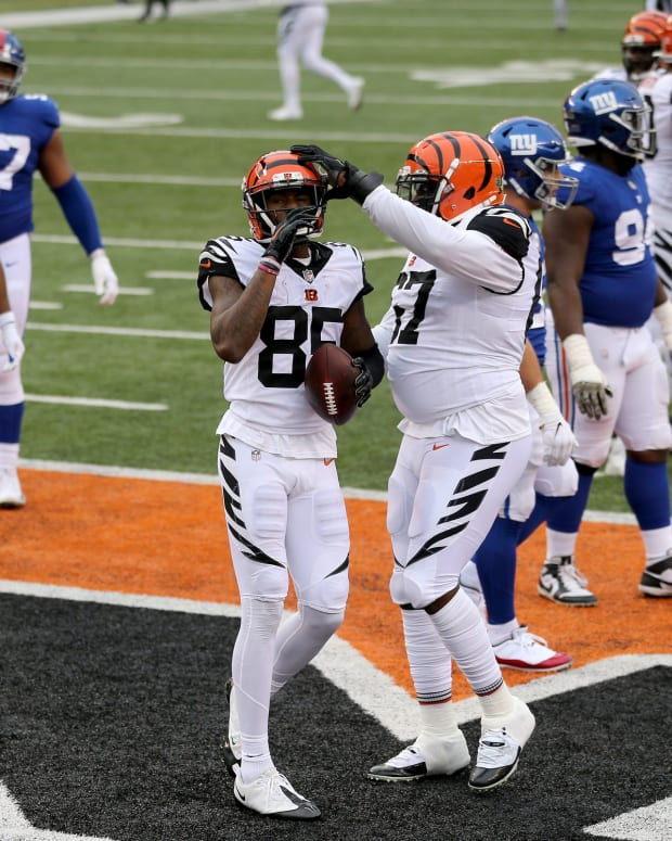 Cincinnati Bengals wide receiver Tee Higgins (85) is congratulated by Cincinnati Bengals offensive guard Quinton Spain (67) after a touchdown catch in the fourth quarter during an NFL Week 12 football game, Sunday, Nov. 29, 2020, at Paul Brown Stadium in Cincinnati. The New York Giants won 19-17. New York Giants At Cincinnati Bengals Nov 29