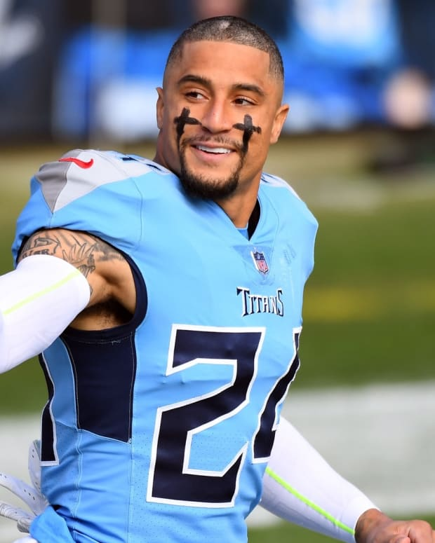 Tennessee Titans strong safety Kenny Vaccaro (24) takes the field before the game against the Cleveland Browns at Nissan Stadium.
