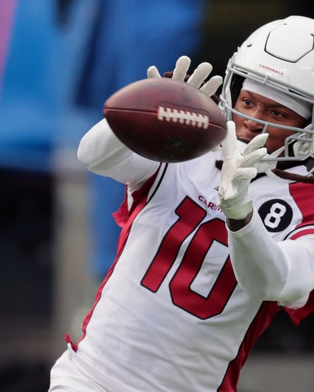 Arizona Cardinals wide receiver DeAndre Hopkins (10) catches a warm up pass before a game against the New York Giants at MetLife Stadium.