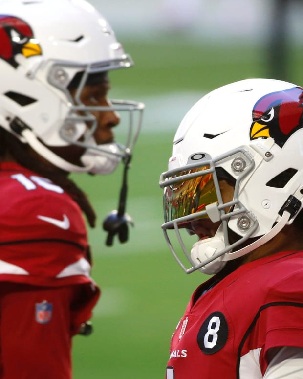 Cardinals' Kyler Murray (1) warms up with Deandre Hopkins (10) before a game against the Eagles at State Farm Stadium in Glendale, Ariz. on Dec. 20, 2020.