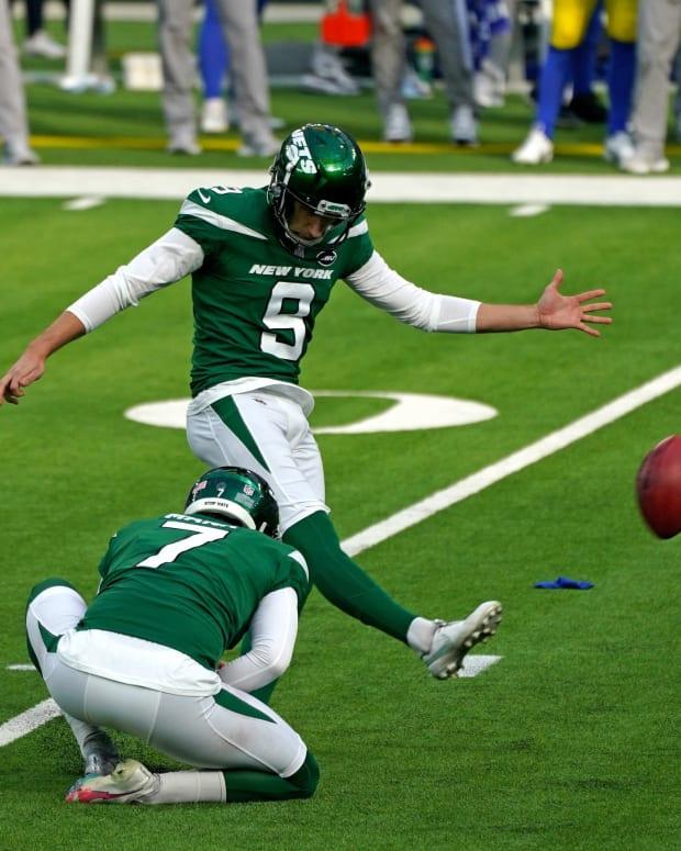 Jets K Sam Ficken kicking field goal with Braden Mann holding