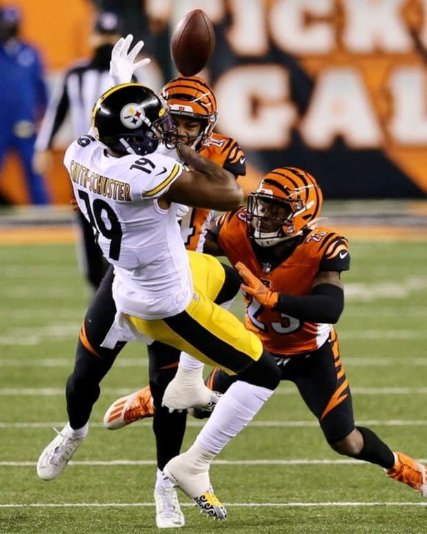Bengals defensive back Vonn Bell forces a fumble on a first-quarter catch by Steelers receiver JuJu Smith-Schuster. Juju