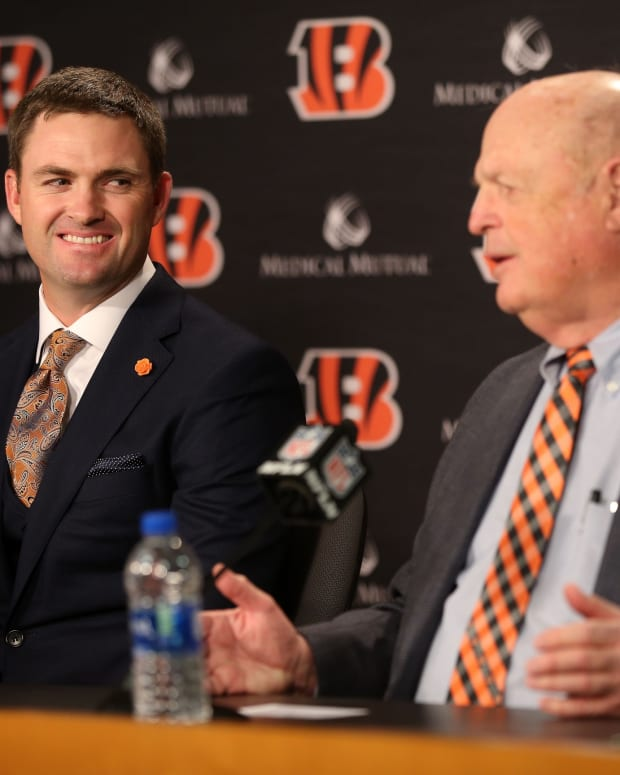 Cincinnati Bengals head coach Zac Taylor, left, listens to team president Mike Brown speak at a press conference, Tuesday, Feb. 5, 2019, at Paul Brown Stadium in Cincinnati. Taylor as the10th head coach in Cincinnati Bengals team history. Zac Taylor Named Cincinnati Bengals Head Coach 02 05 2019