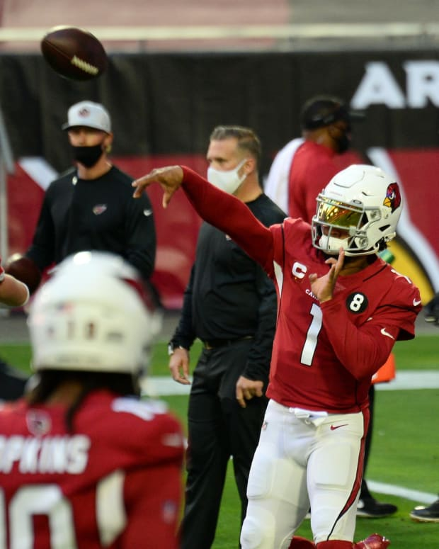Arizona Cardinals quarterback Kyler Murray (1) warms up prior to facing the San Francisco 49ers at State Farm Stadium.