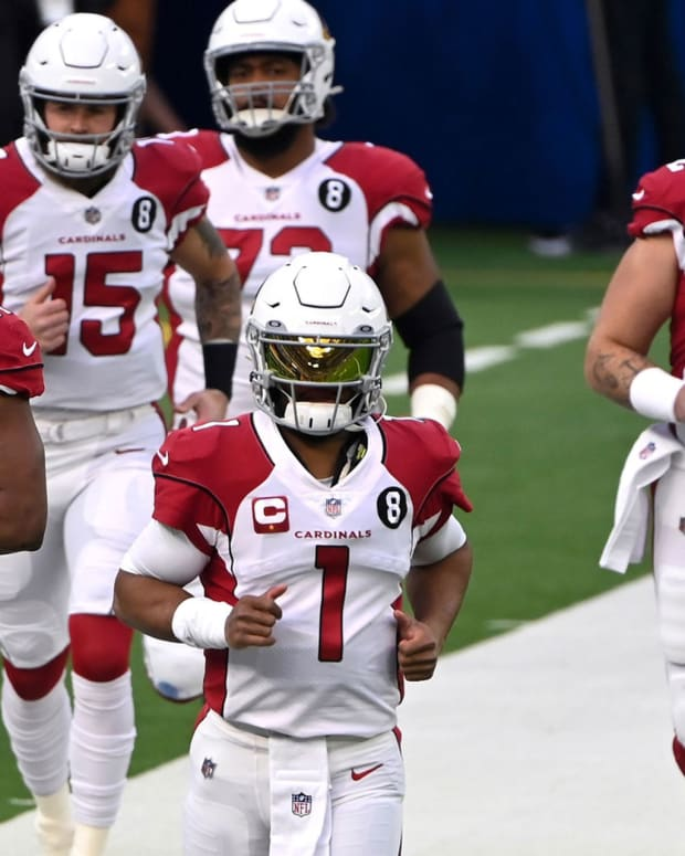 Arizona Cardinals quarterback Kyler Murray (1) leads a group of Cardinals players onto the field for pregame warmups before the game against the Los Angeles Rams at SoFi Stadium.