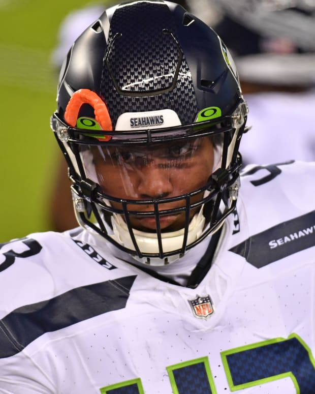Nov 30, 2020; Philadelphia, Pennsylvania, USA; Seattle Seahawks defensive end Carlos Dunlap (43) before start of game against the Philadelphia Eagles at Lincoln Financial Field. Mandatory Credit: Eric Hartline-USA TODAY Sports