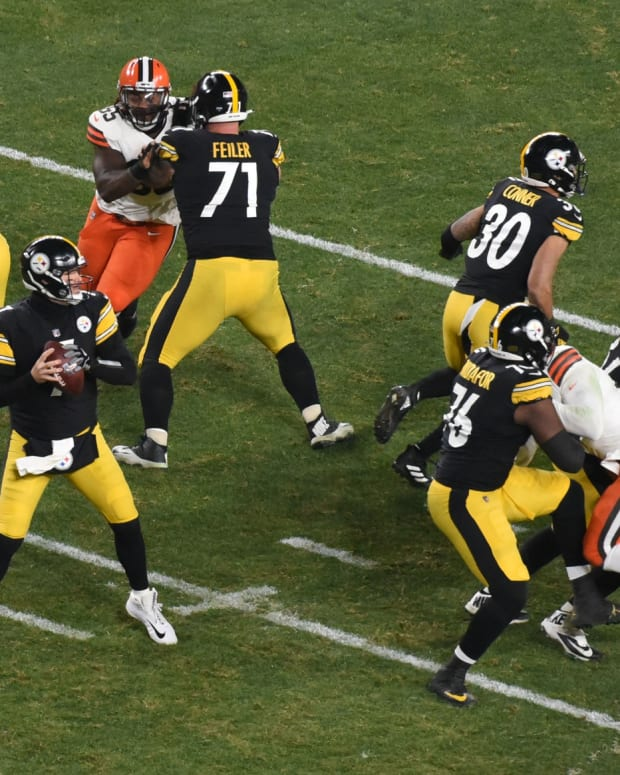 Jan 10, 2021; Pittsburgh, PA, USA; Pittsburgh Steelers quarterback Ben Roethlisberger (7) sets to pass against the Cleveland Browns in the first half of an AFC Wild Card playoff game at Heinz Field. Mandatory Credit: Philip G. Pavely-USA TODAY Sports