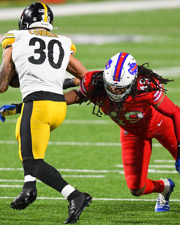 Bills LB Tremaine Edmunds (right) tackles Steelers RB James Conner (30) during their meeting last December.