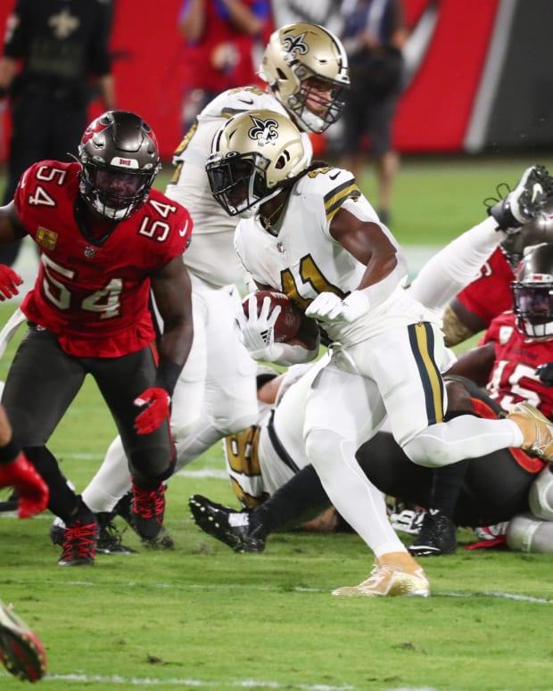 Alvin Kamara rushing against the Bucs