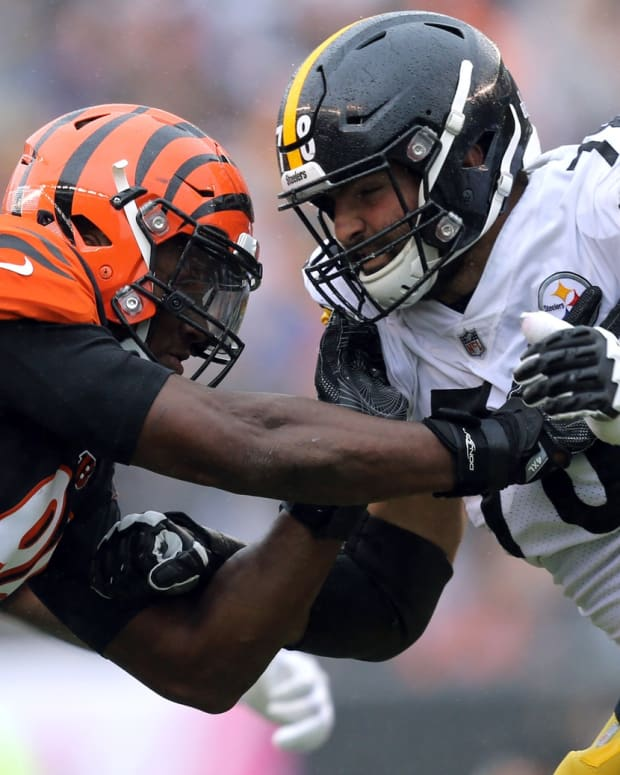Oct 14, 2018; Cincinnati, OH, USA; Cincinnati Bengals defensive end Carlos Dunlap (96) against Pittsburgh Steelers offensive tackle Alejandro Villanueva (78) at Paul Brown Stadium. Mandatory Credit: Aaron Doster-USA TODAY Sports
