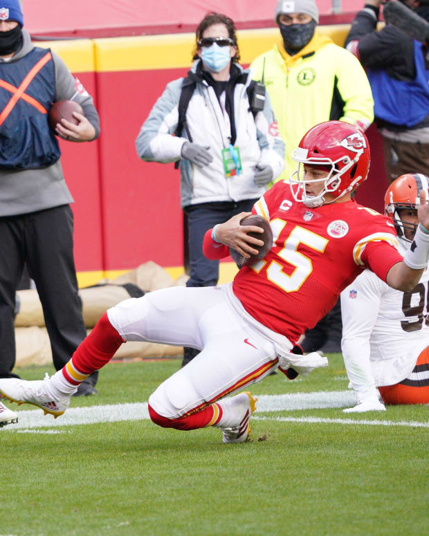 Jan 17, 2021; Kansas City, Missouri, USA; Kansas City Chiefs quarterback Patrick Mahomes (15) moves the ball against Cleveland Browns cornerback Kevin Johnson (28) and cornerback Terrance Mitchell (39) during the first half in the AFC Divisional Round playoff game at Arrowhead Stadium. Mandatory Credit: Denny Medley-USA TODAY Sports
