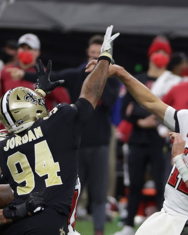 Cameron Jordan pressures Tom Brady