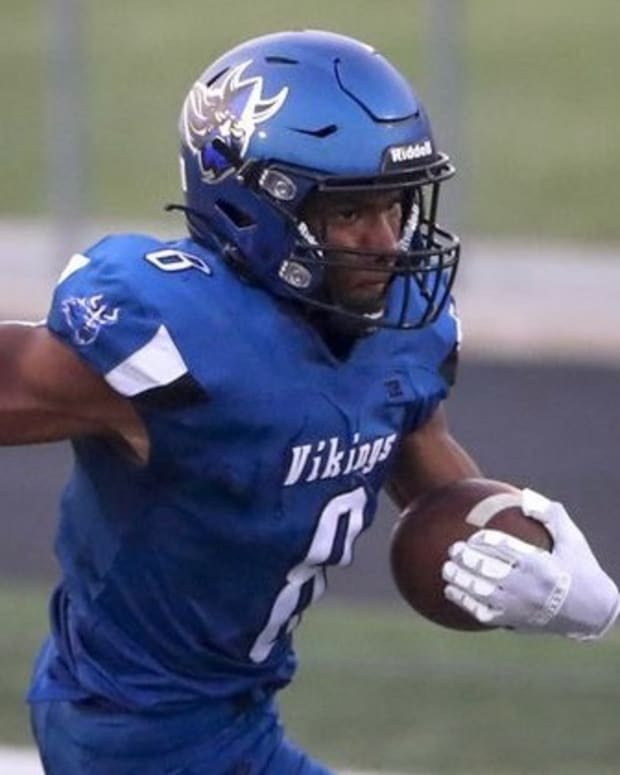 Aaron Jones Headshot