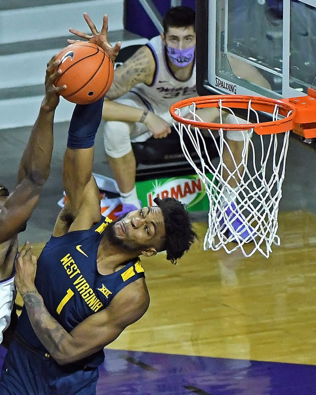 West Virginia forward Derek Culver blocks Kansas the dunk of Kansas State forward Kaosi Ezeagu early in the second half action.