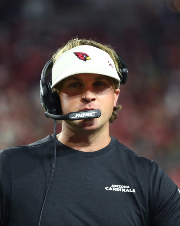 Arizona Cardinals wide receivers coach David Raih against the San Francisco 49ers at State Farm Stadium.