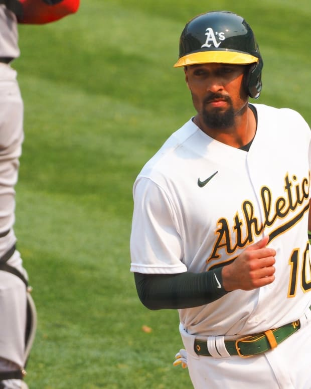 Former Cal player Marcus Semien is leaving the A's for Toronto