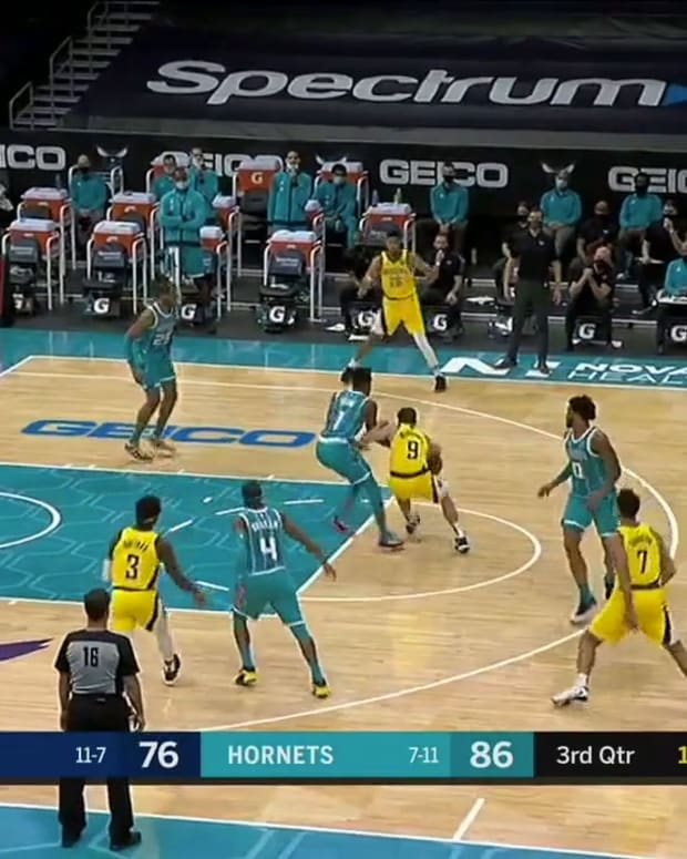 TJ McConnell Passes to Myles Turner on Cuts