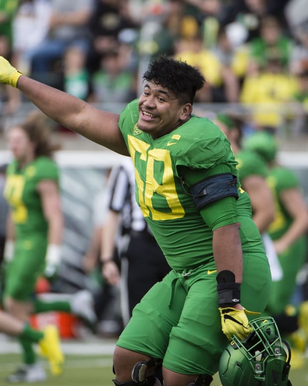 Apr 20, 2019; Eugene, OR, USA; Oregon Ducks offensive lineman Penei Sewell (58) points the scoreboard after the Oregon spring game at Autzen Stadium. Mighty Oregon beat Fighting Ducks 20-13.