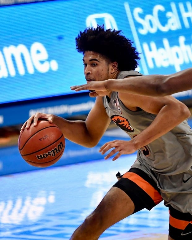 Oregon State senior point guard Ethan Thompson