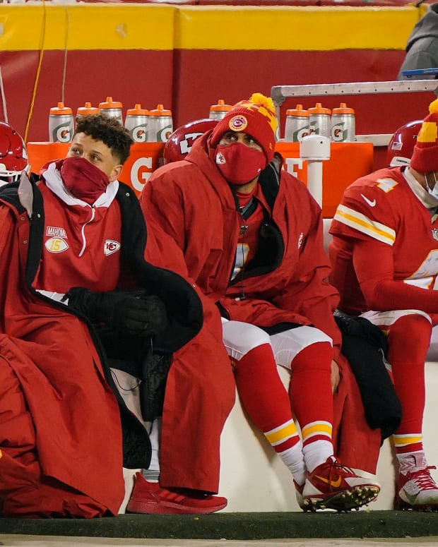 Jan 3, 2021; Kansas City, Missouri, USA; Kansas City Chiefs quarterback Patrick Mahomes (left) and quarterback Matt Moore (middle) and quarterback Chad Henne (4) look on from the Chiefs bench during the second half against the Los Angeles Chargers at Arrowhead Stadium. Mandatory Credit: Jay Biggerstaff-USA TODAY Sports