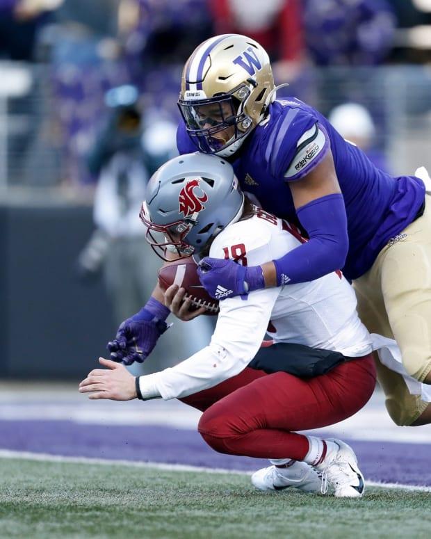 Nov 29, 2019; Seattle, WA, USA; Washington Huskies linebacker Joe Tryon (9) sacks Washington State Cougars quarterback Anthony Gordon (18) during the second quarter at Husky Stadium.