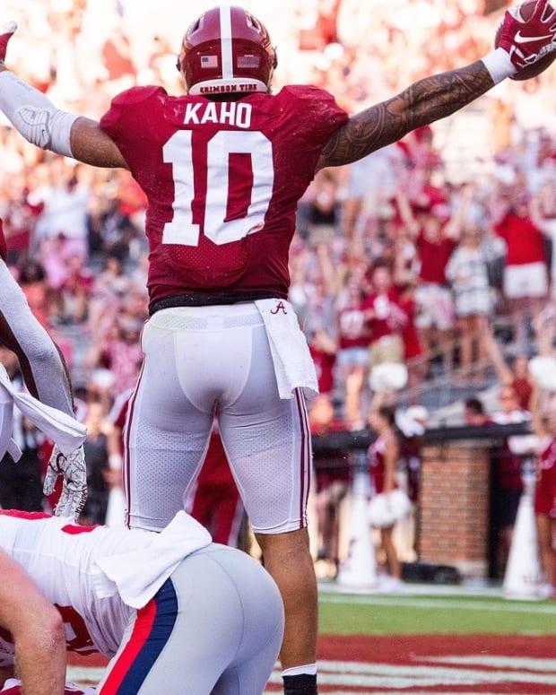 Ale Kaho celebrates his punt block touchdown for Alabama.