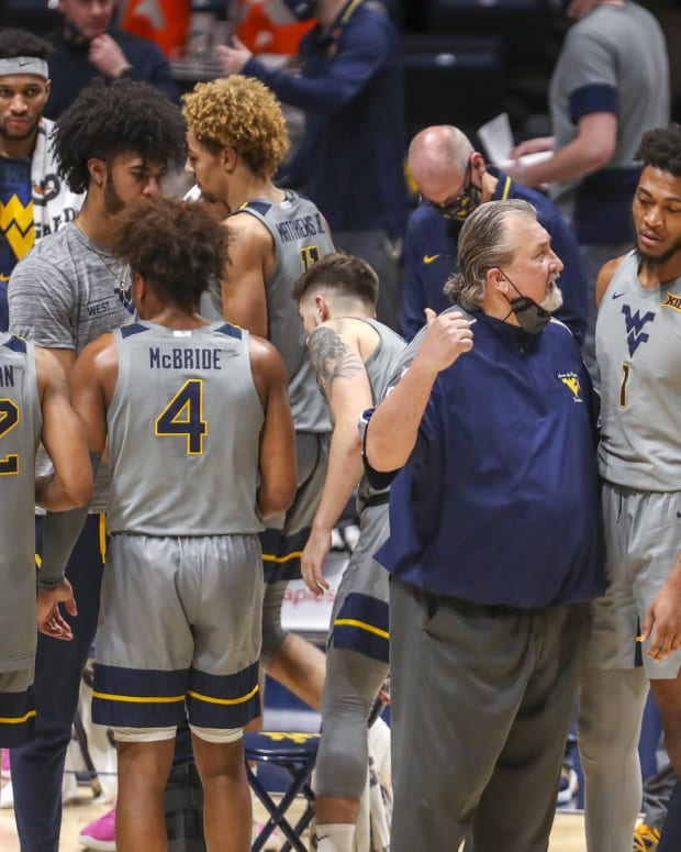 West Virginia Mountaineers head coach Bob Huggins talks with forward Derek Culver (1) during a timeout during the second half against the Kansas State Wildcats at WVU Coliseum.