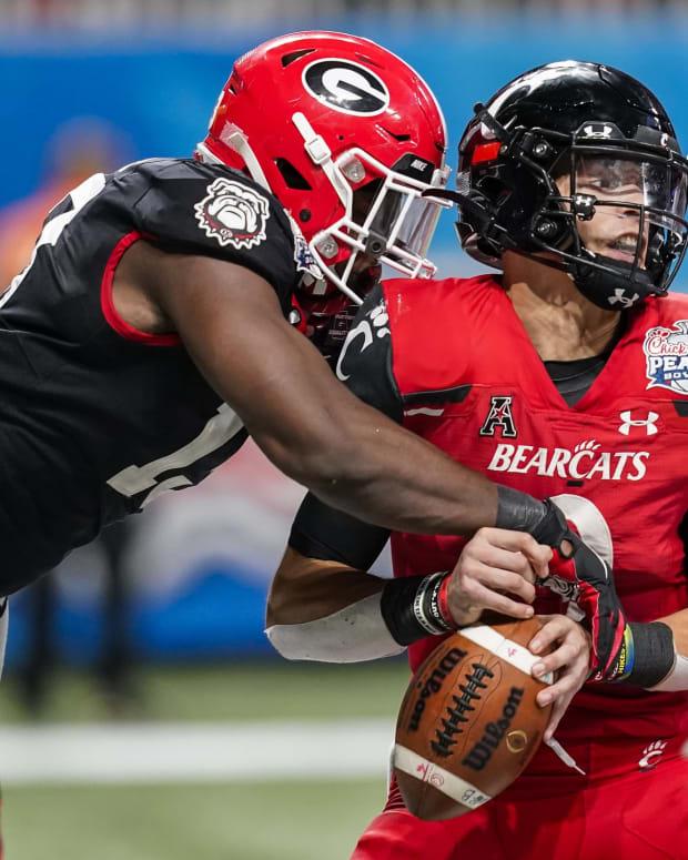 Georgia's Azeez Ojulari (left) sacks Cincinnati Bearcats quarterback Desmond Ridder for a safety.
