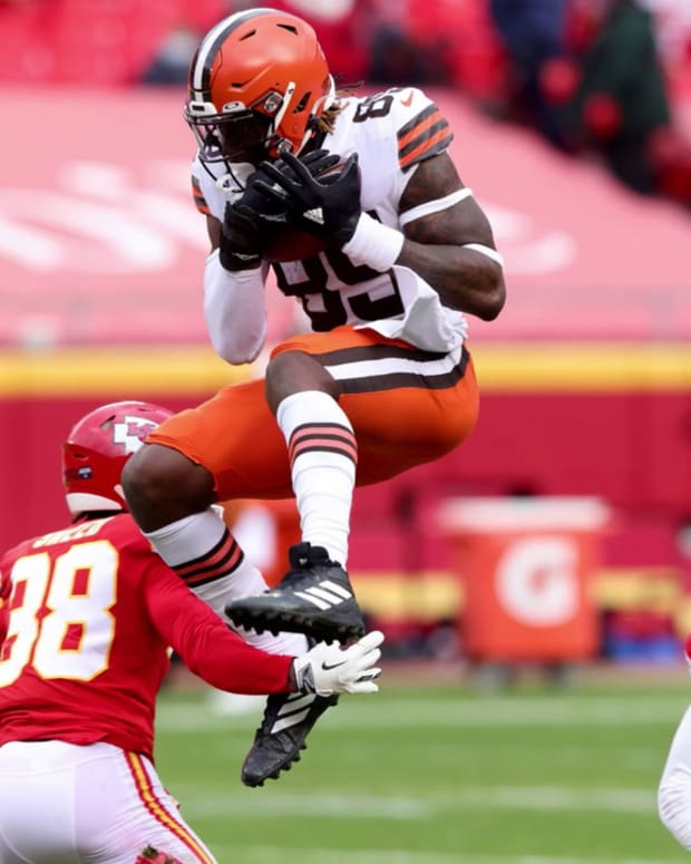 The_Browns_shouldnt_trade_David_Njoku-603fdcb3f5f9a21ba44b4a8e_Mar_03_2021_19_37_05