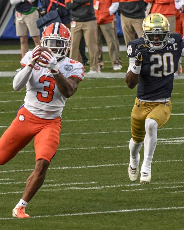 Clemson wide receiver Amari Rodgers catches a pass for a 67-yard touchdown against Notre Dame.