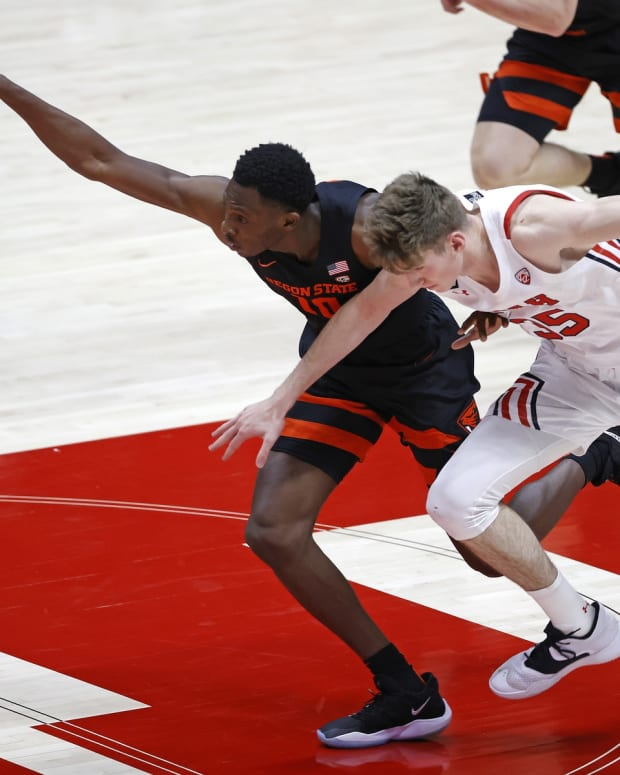 Mar 3, 2021; Salt Lake City, Utah, USA; Oregon State Beavers forward Warith Alatishe (10) beats Utah Utes center Branden Carlson (35) to the ball in the first half at Jon M. Huntsman Center.