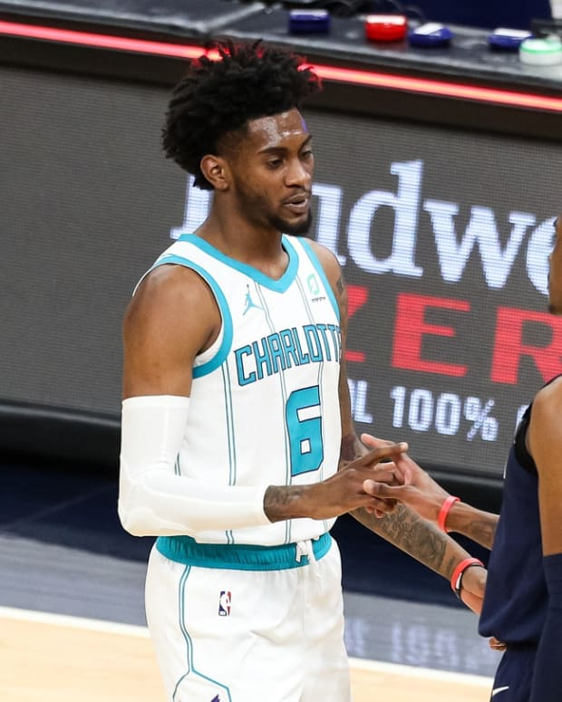 Brothers Jalen and Jaden McDaniels share an NBA court for the first time.