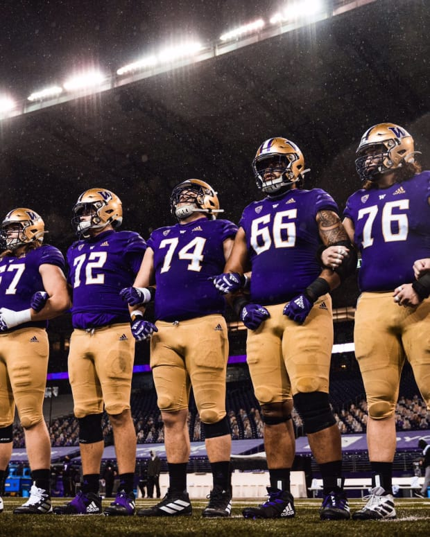 Husky linemen line up for a game in 2020.