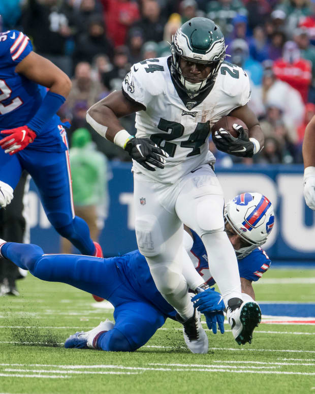 Running back Jordan Howard is one of many Eagles free agents the team should bring back
