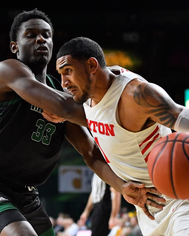 Dayton's Obi Toppin drives to the basket during a game against George Mason.