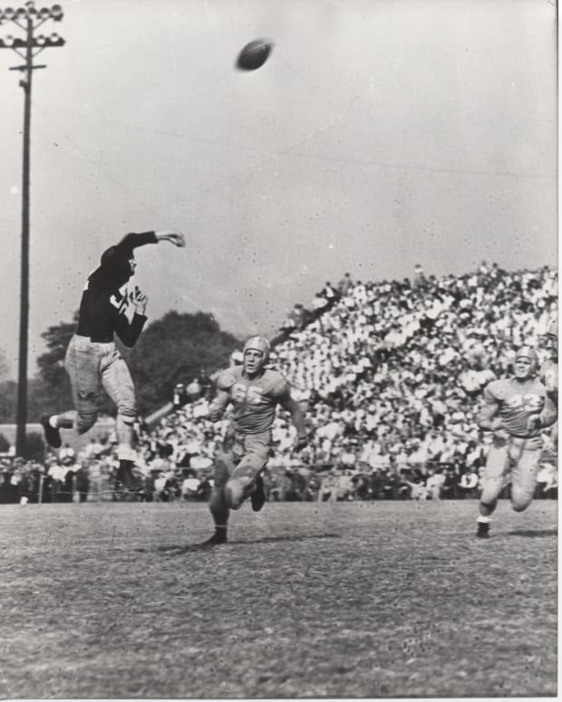 Alabama legend Harry Gilmer