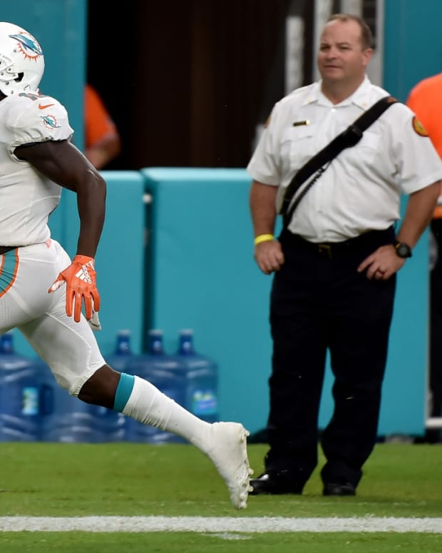 Jakeem Grant returns a kickoff for a touchdown in the 2018 season opener