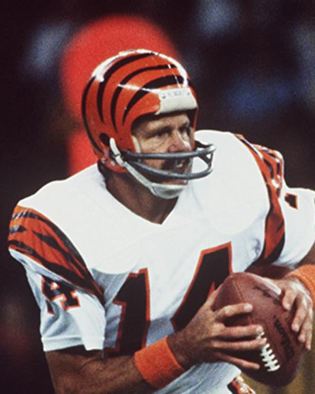Cincinnati Bengals quarterback Ken Anderson in action early 1980s. Text Anderson Sports 1 24 96 Ken Anderson Veteran Cincinnati Bengal Quarterback In Action Early 1980 S Cincinnati Enquirer Michael E Keating Mek