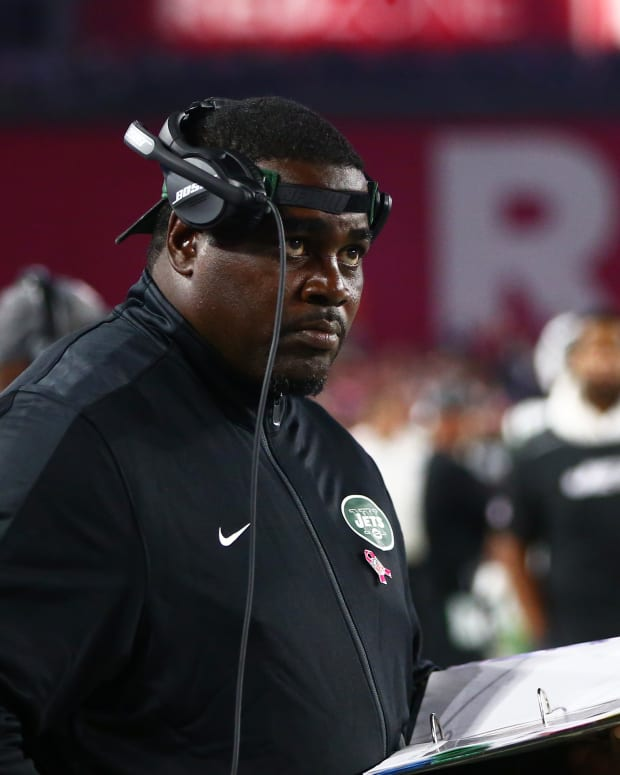 Pepper Johnson coaching the Jets on the sideline