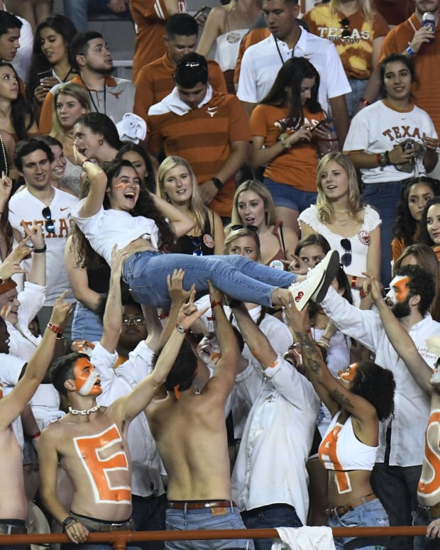 Texas Fan Broll11