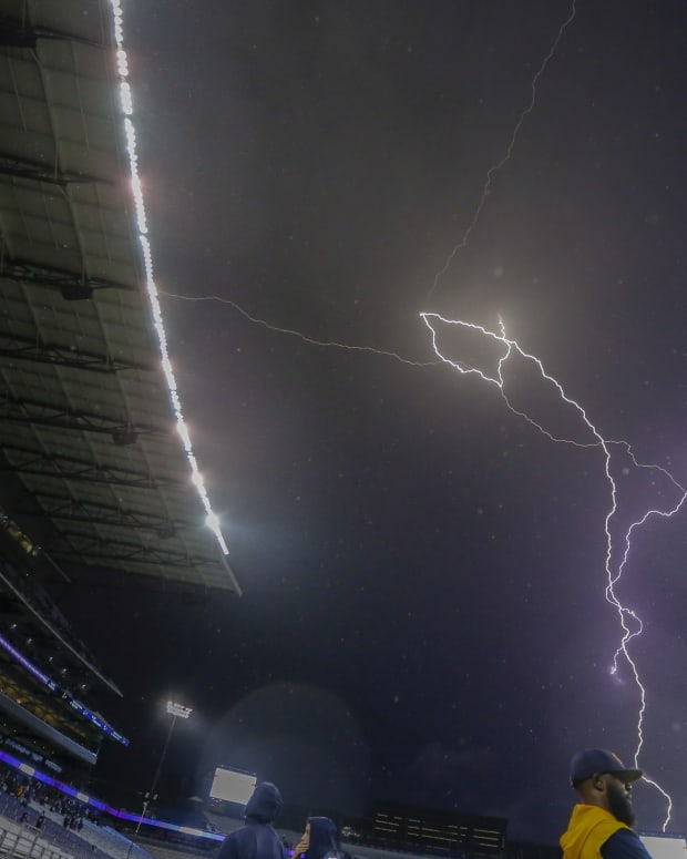 Lightning created a 2-hour-plus delay at Husky Stadium in 2019.
