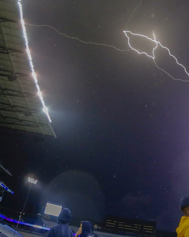 Lightning storm at the Cal-Washington game in 2019
