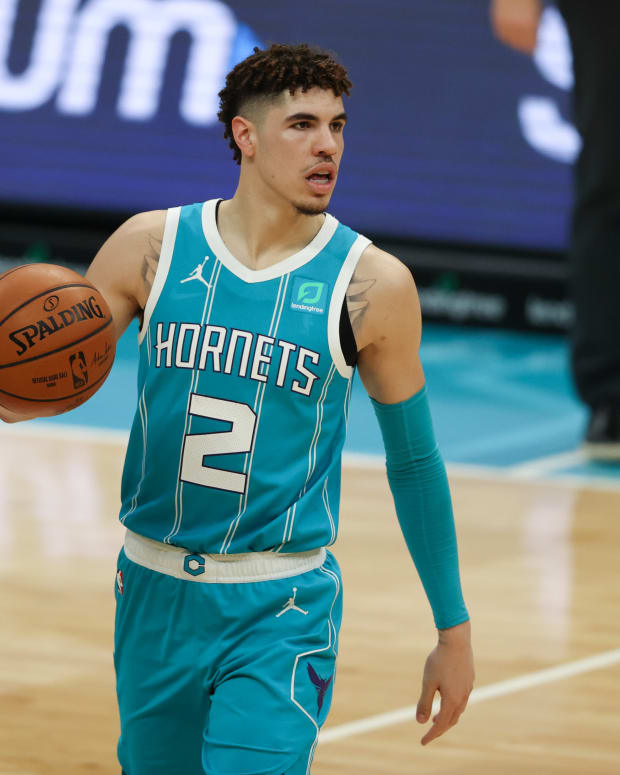 Charlotte Hornets guard LaMelo Ball runs the offense against the Washington Wizards in the second half at Spectrum Center.