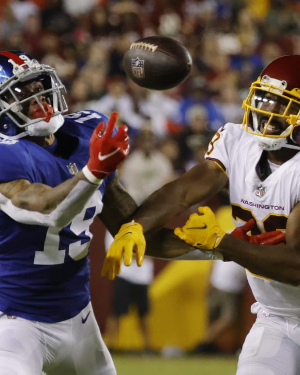 Sep 16, 2021; Landover, Maryland, USA; New York Giants wide receiver Kenny Golladay (19) attempts to make a catch as Washington Football Team cornerback Kendall Fuller (29) defends in the third quarter at FedExField.